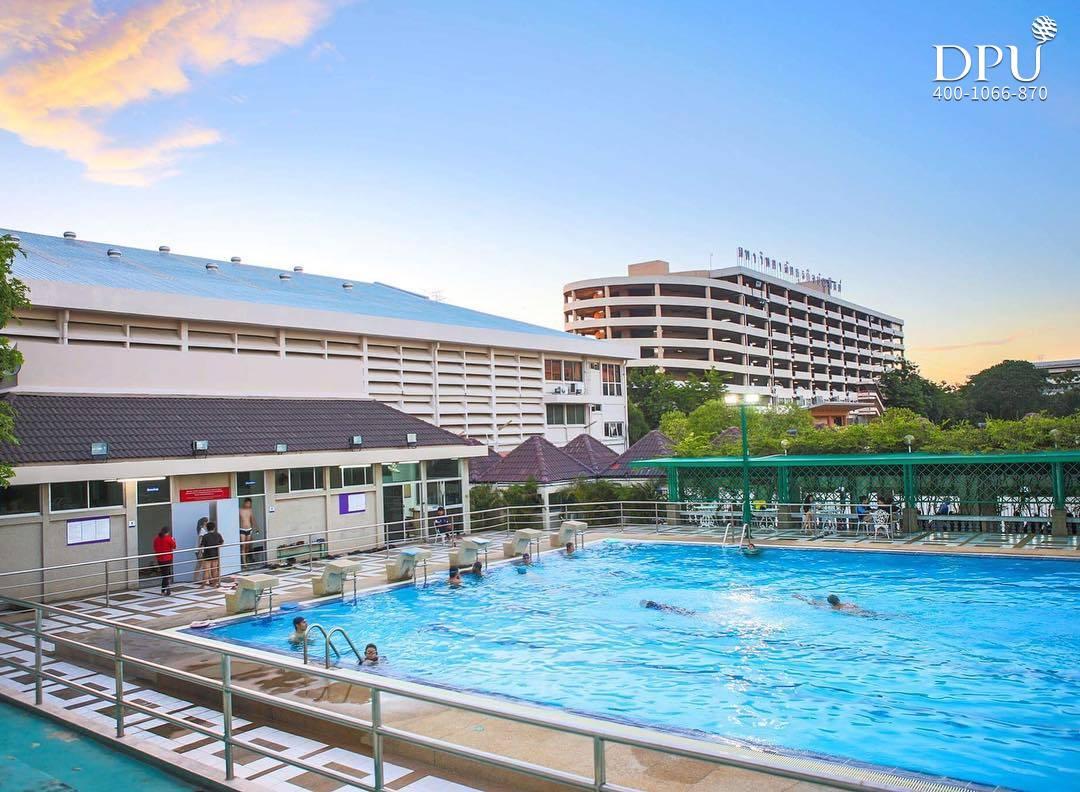 泰国博仁大学学生生活游泳池