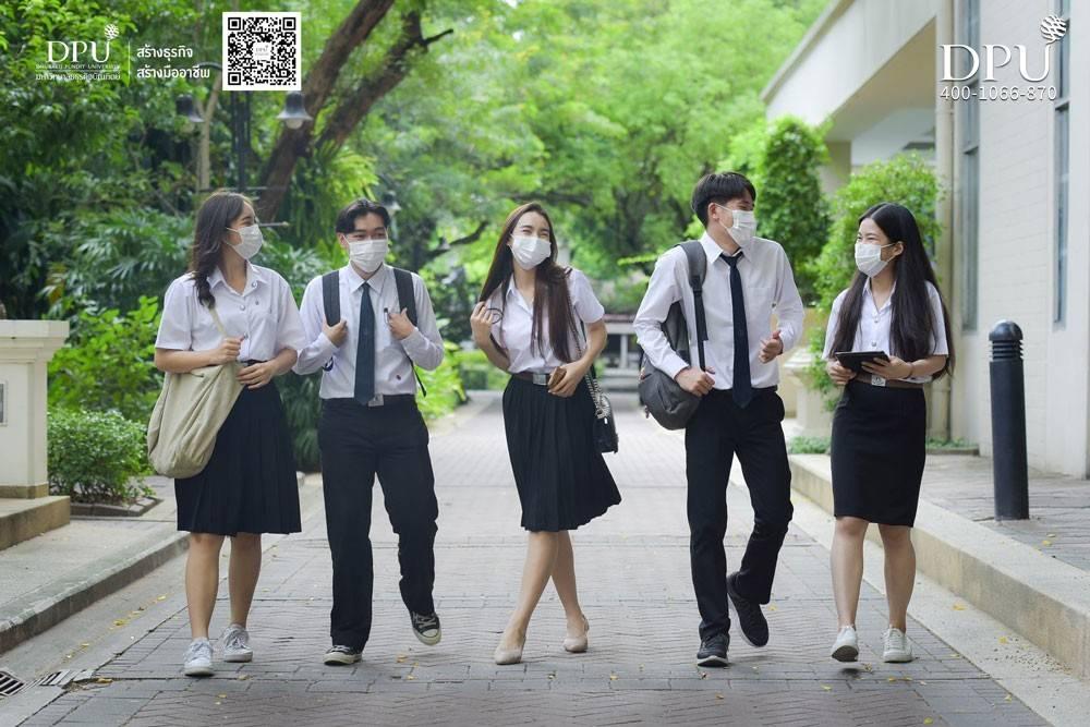 博仁大学校园生活学习图-学生上课