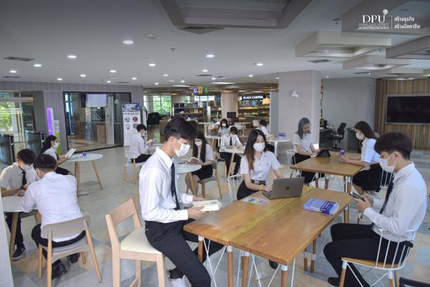 图书馆一楼自习室