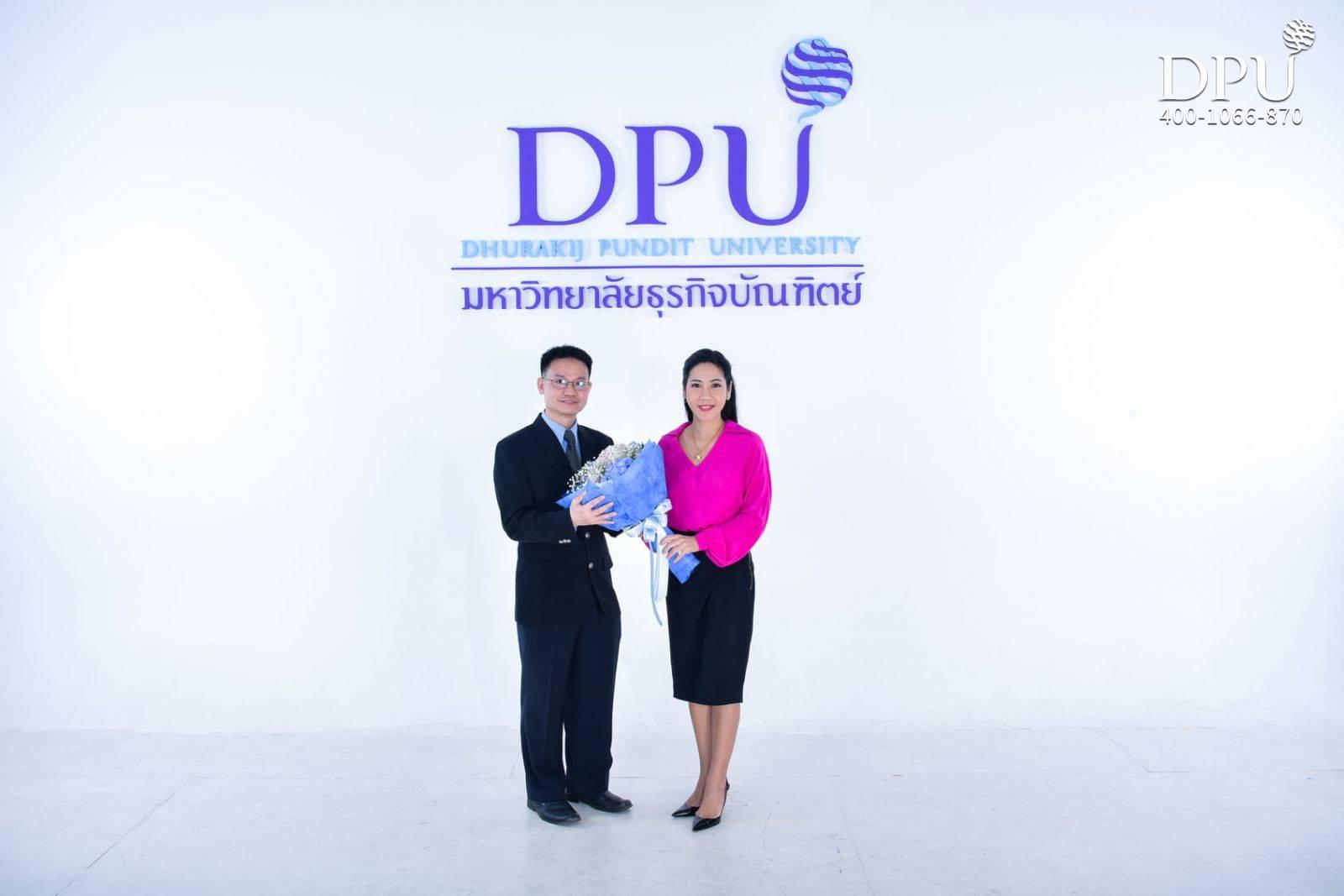 博仁大学校长与Narongdej Kiratiparanon合影