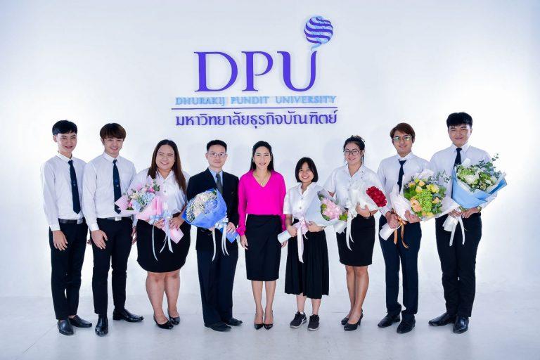 博仁大学校长与获得泰国高教委奖项的师生合影
