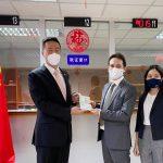 中国驻泰国使馆颁发首张生物识别签证