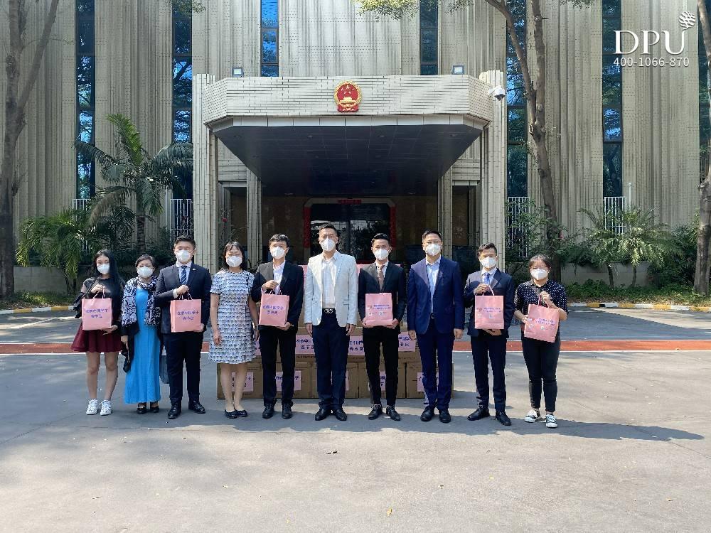 """中国驻泰国大使馆""""春节包""""领取现场 图1"""