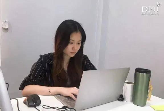 泰国博仁大学58届国际贸易专业毕业生